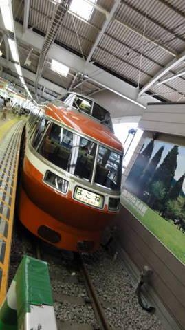 小田急ロマンスカーLSE7000形(新宿駅〜箱根湯本駅)